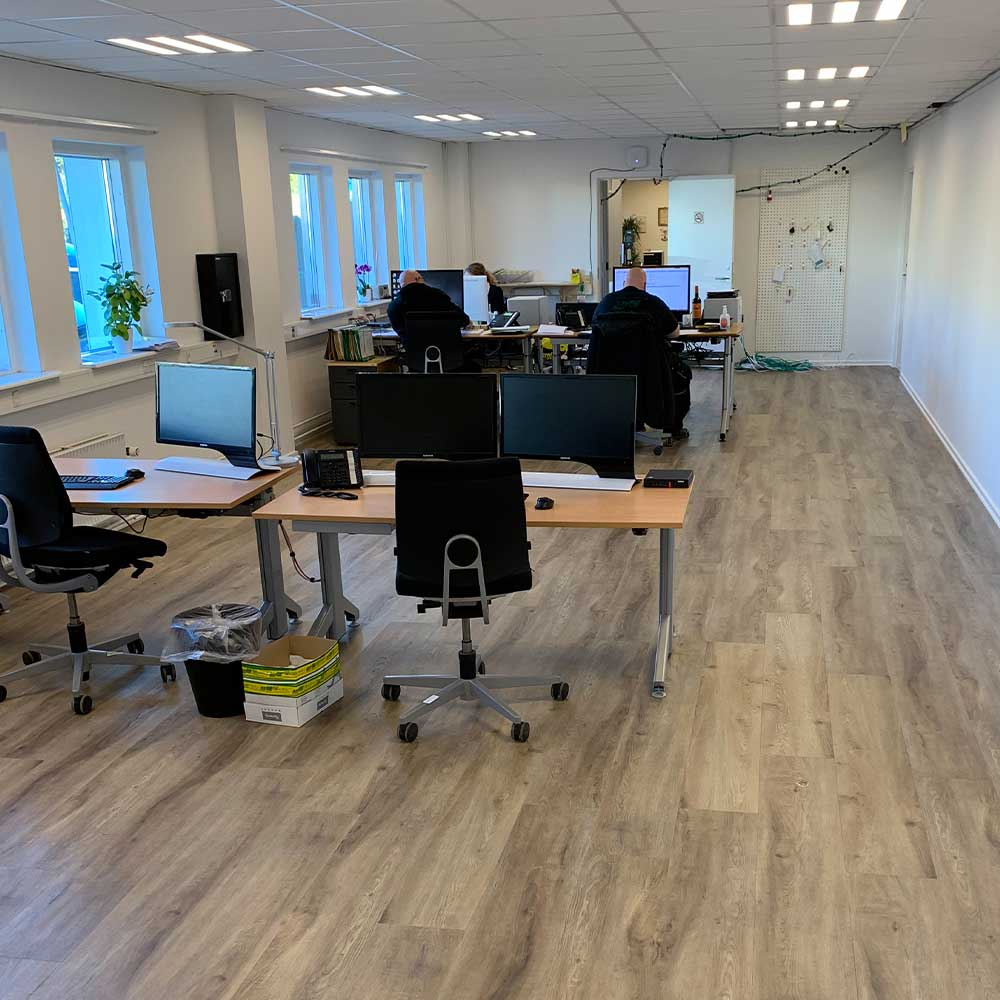 Gulvlægning i kontor med vinyl og LVT