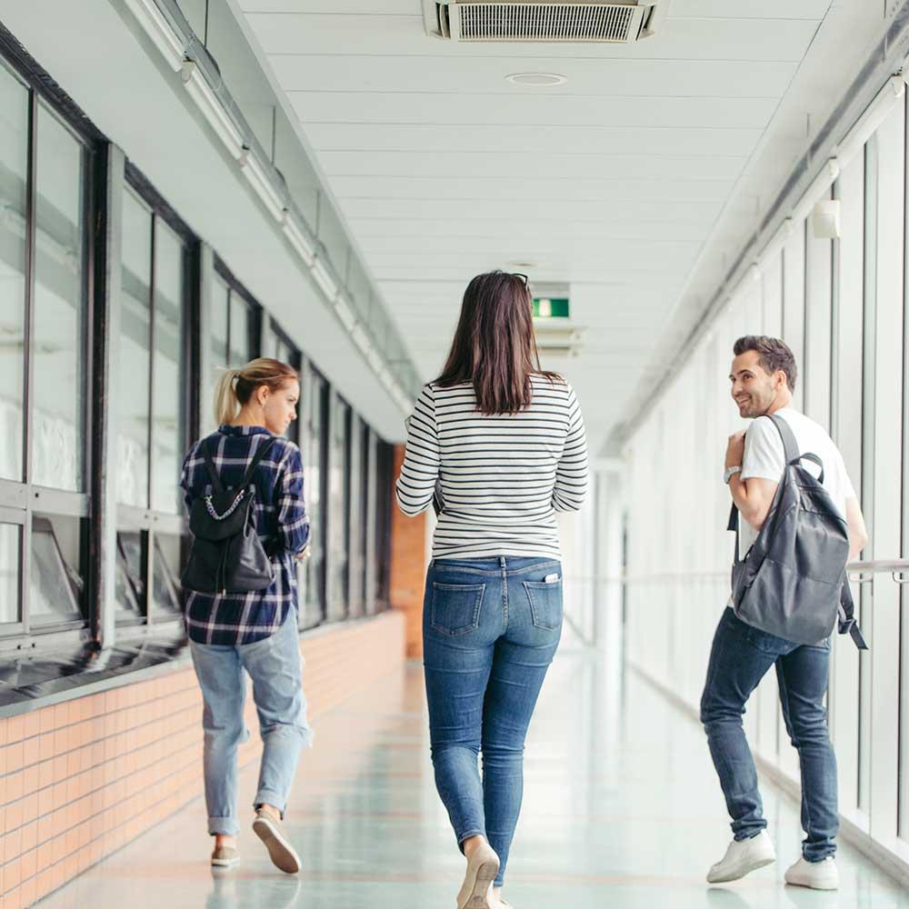 Gulvlægning i gange, klasselokaler og kantine